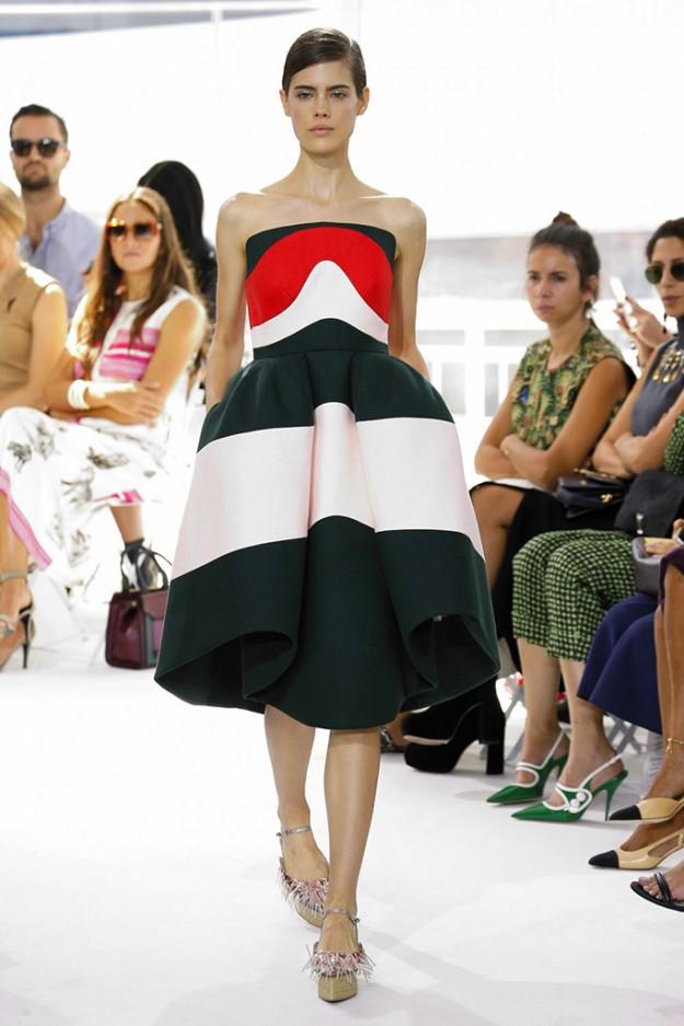 El vestido en el momento de su presentación en el desfile de DelPozo en Nueva York Fashion Week en septiembre de 2015.