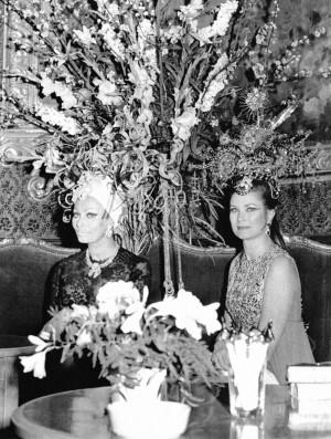 La princesa Grace de Mónaco y la actriz Sofía Loren en el Casino de Monte Carlo, en Mónaco en marzo de 1969.