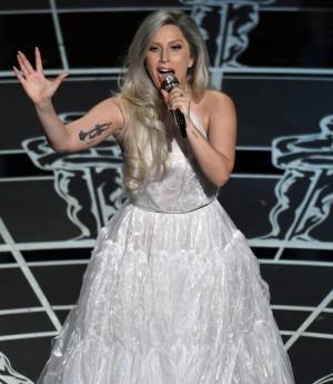 Lady Gaga durante su actuación en la edición de los Oscar del 2015.