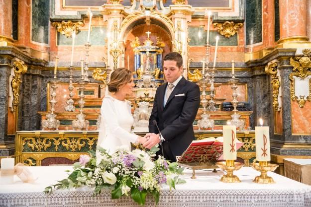 novios en altar