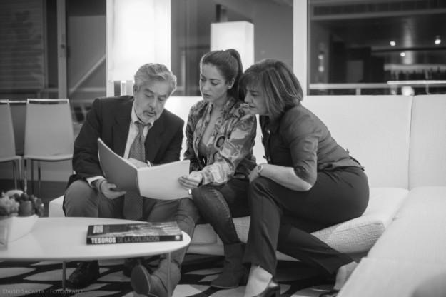 Actores leyendo un guión