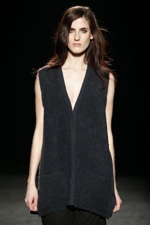 La modelo Amanda Moreno desfilando para Sita Murt.