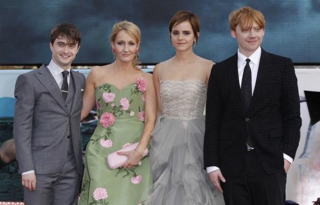 Los protagonistas de Harry Potter junta a la autora JK Rowling.