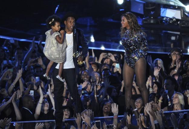 Beyoncé y Jay-Z, con su hija Blue Ivy durante los MTV Video Music Awards 2014.