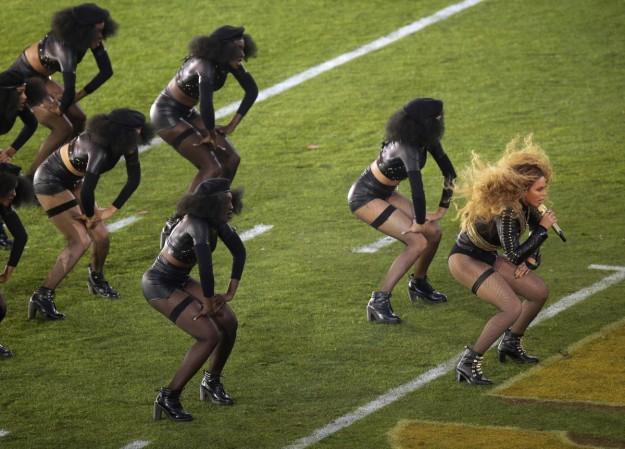 Beyoncé durante su actuación en la Super Bowl.