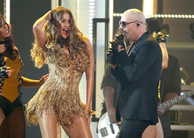 Pitbull y Sofía Vergara.