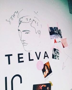 El mood board colaborativo de la fiesta en la galería Unit London en el Soho. La ilustración es de Alexa Chung, retratando a su hermano James.