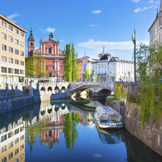 El río divide el casco histórico de la ciudad.