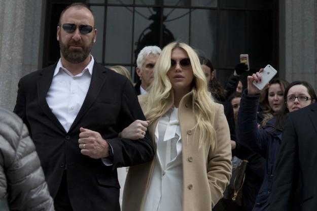 Kesha a su salida de la Corte de Nueva York.