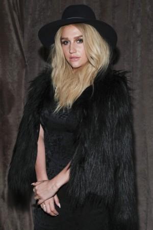 Kesha está obligada a grabar otros seis discos con Dr. Luke, su supuesto agresor.
