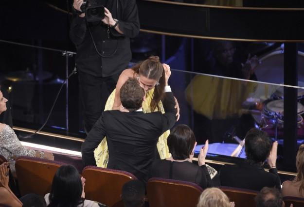 El beso de Alucia Vikander y Michael Fassbender.
