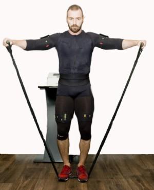 Elevaciones laterales de brazo con mancuernas o elásticos