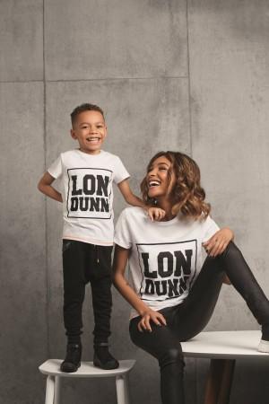 Jourdan Dunn y su hijo Riley posando para el anuncio de la primera colección infantil de Marks & Spencer