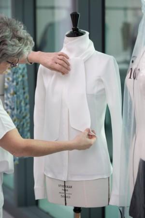 La minuciosa elaboración de las prendas.