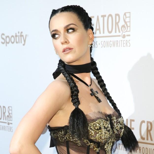 Katy Perry con boxer braids.