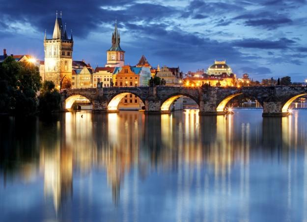 Disfruta de una escapada por una de las ciudades europeas con más encanto. Descubre Praga desde 350 euros por persona.