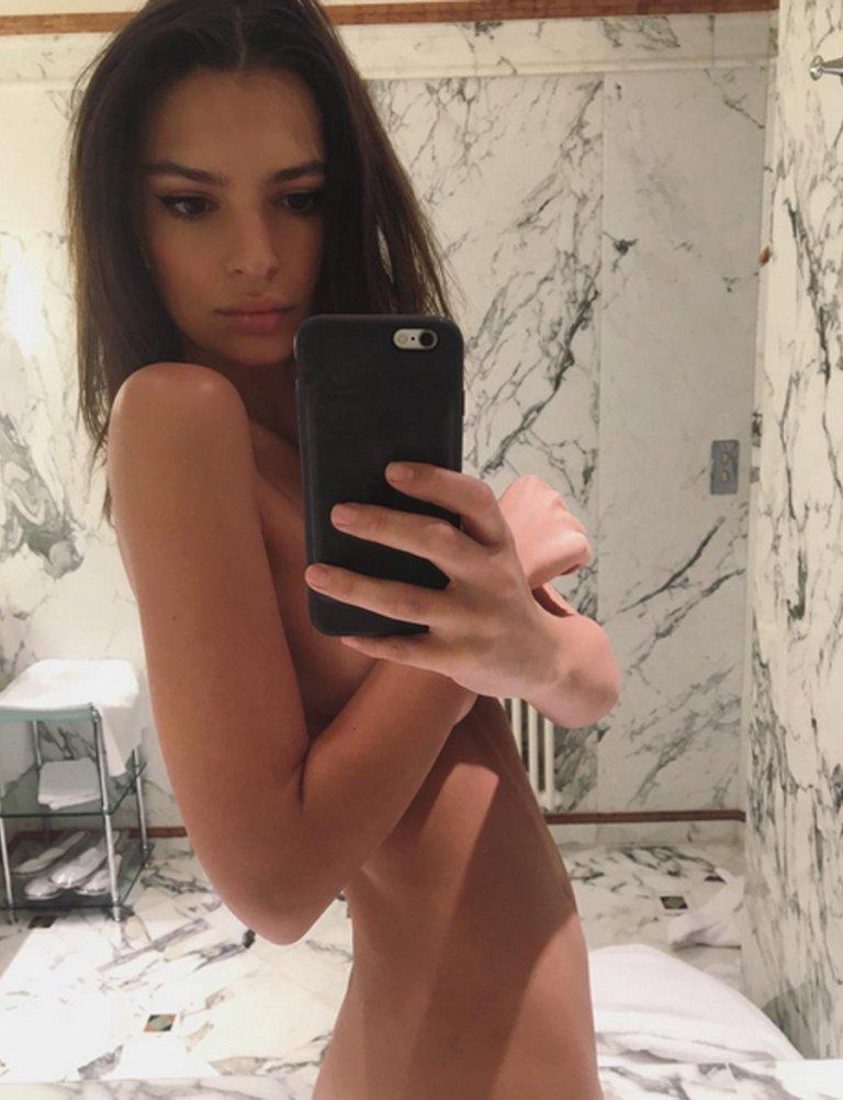 Emily Ratajkowski Se Desnuda Por Kim Kardashian Telva