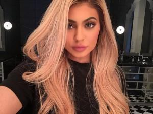 Kylie Jenner, una de las celebrities que no ha dudado en pedir a sus seguidores que activen sus notificaciones en Instagram.