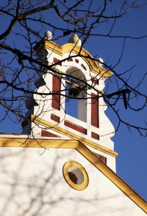 Campanario en la ermita de Nuestra Señora Reino de los ángeles, en Alájar.