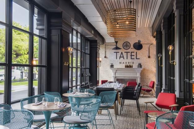 El brunch de Tatel se sirve en formato buffet, amenizado por música de DJ.