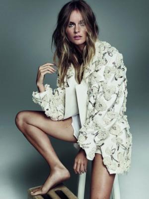 Cressida Bonas con total look de Dior.