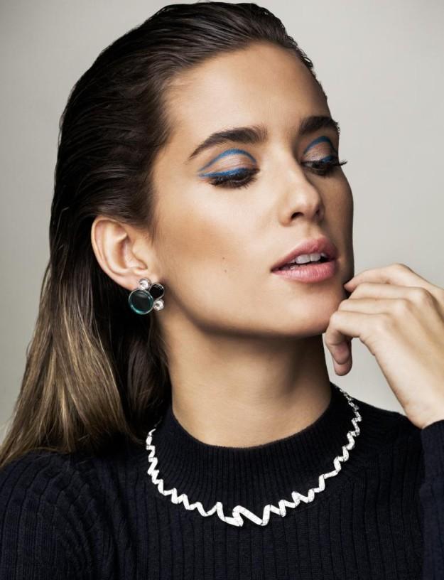 María Pombo con un look efecto mojado.