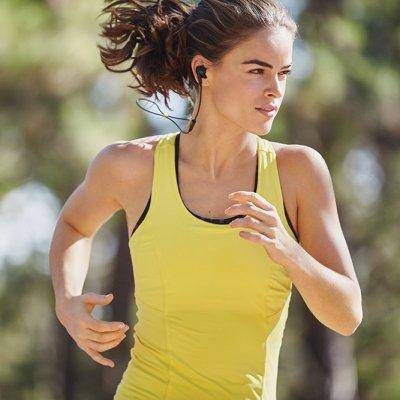 Los primeros auriculares de running con entrenador virtual personalizado