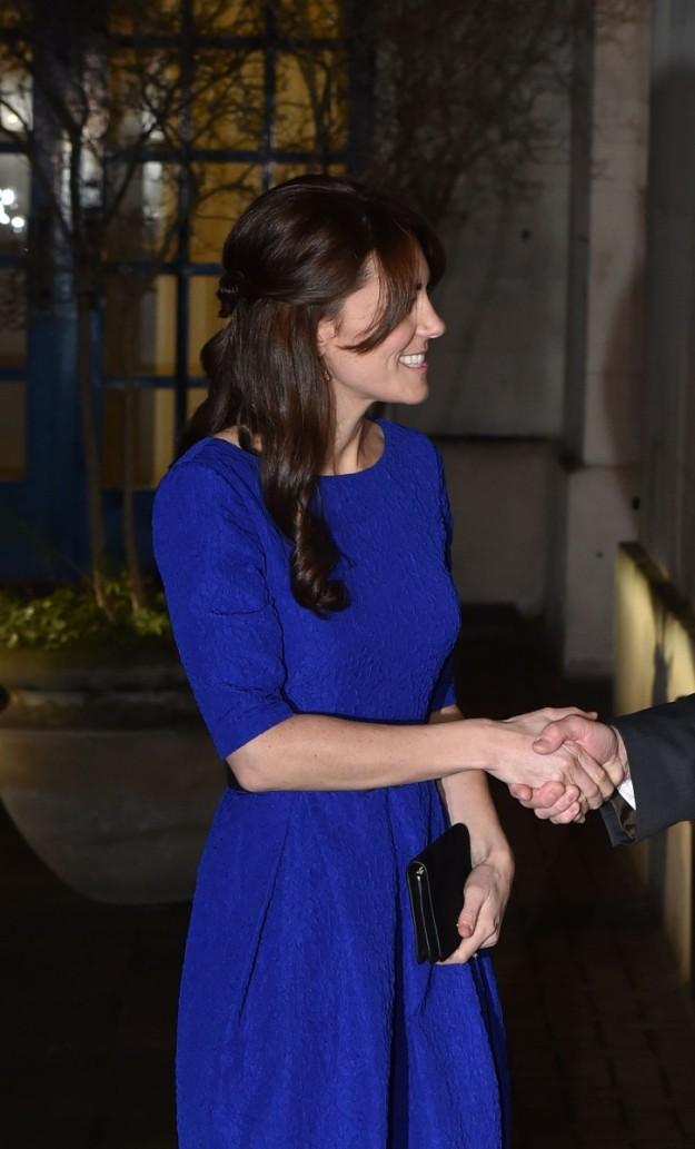 Este es el semi recogido con ondas marcadas que Kate ha elegido para una de sus apariciones en su viaje a la India.