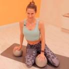 Ejercicios de abdomen y piernas con unas pelotas de pilates