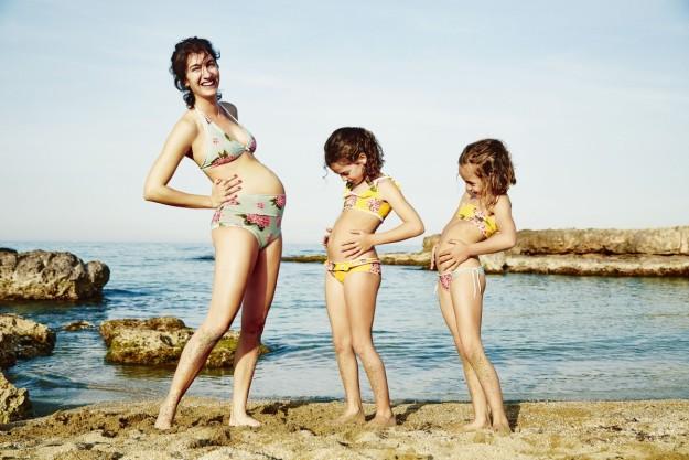 La diseñadora italiana Marta Ferri lanza una colección de bañadores en exclusiva para Yoox siguiendo la tendencia mini me.