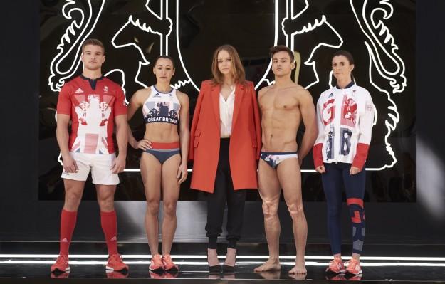 Stella McCartney presenta los diseños que vestirán los deportistas británicos en los Juegos Olímpicos de Río de Janeiro.
