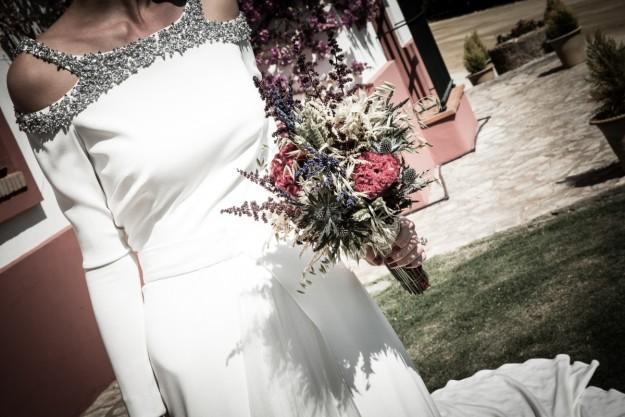 novia con ramo de flores