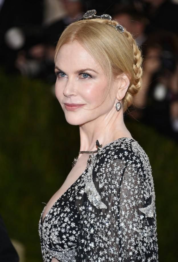 La insuperable Nicole Kidman también optó por un recogido basado en trenzas.