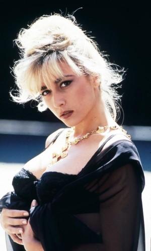 Imagen de Marta Sánchez al inicio de su carrera con un look muy Madonna.