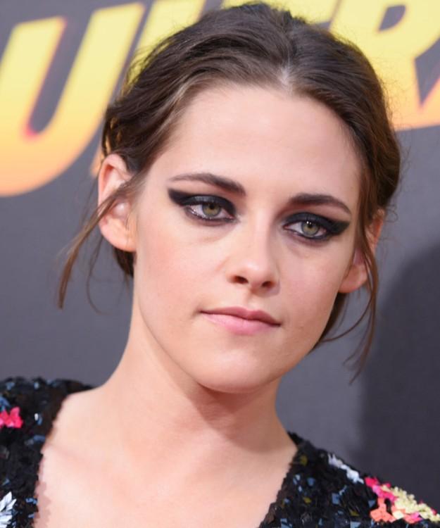 Eyeliner ahumado por Kristen Stewart