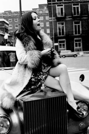La cantante español Massiel tras ganar el Festival de Eurovisión en 1968 en Londres.