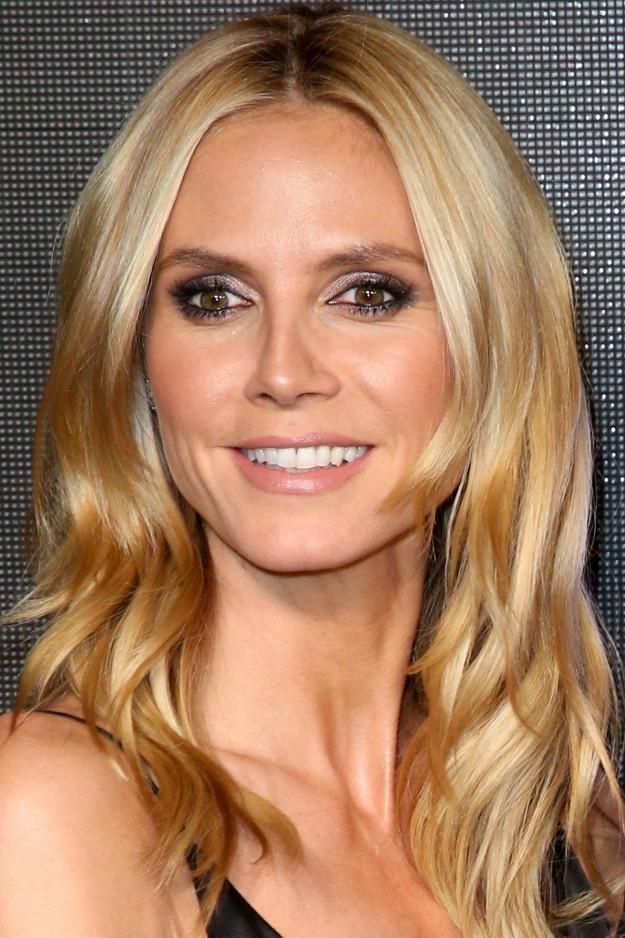 Maquillaje casual de Heidi Klum en tonos glitter.