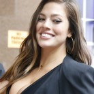 La modelo curvy Ashley Graham, estrella del nuevo videoclip de Joe Jonas