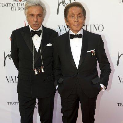 Valentino viste la Ópera de Roma en el estreno de La Traviata