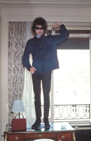 Que alguien le diga al Bob Dylan de 1970 que su look sería lo más cool de 2016.