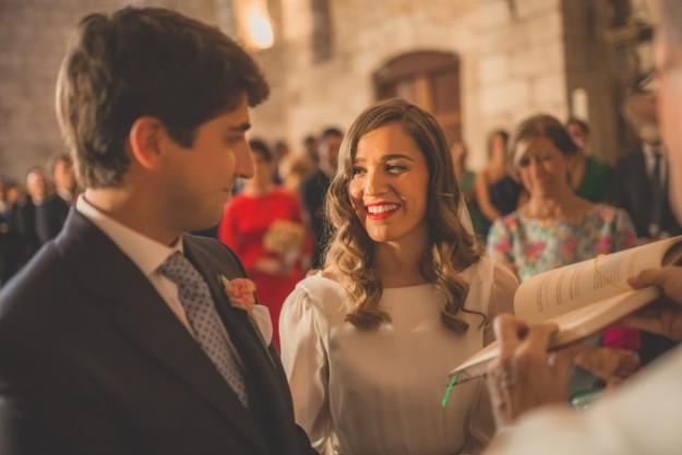 novios en la iglesia