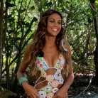 Los looks playeros de Lara Álvarez en Supervivientes