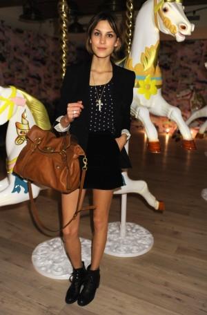 Alexa Chung en 2009 con el modelo Bayswater que Johnny Coca también ha rediseñado para Mulberry.