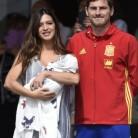 Sara Carbonero e Iker Casillas presentan a Lucas a la salida del hospital
