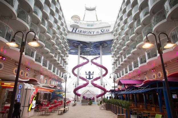 The Ultimate Abbys, un tobogán infinito dentro del crucero más gran del mundo.