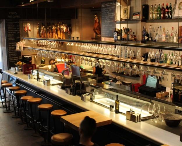 En restaurantes como la Taberna del Gourmet encontrarás lo más selecto en vinos y tapas aptas para celíacos.