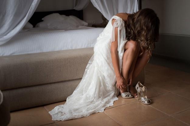 Carolina eligió un vestido de novia de Jesús Peiró y zapatos de Jimmy Choo.