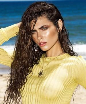 Peinados de verano: efecto mojado y ondas surferas