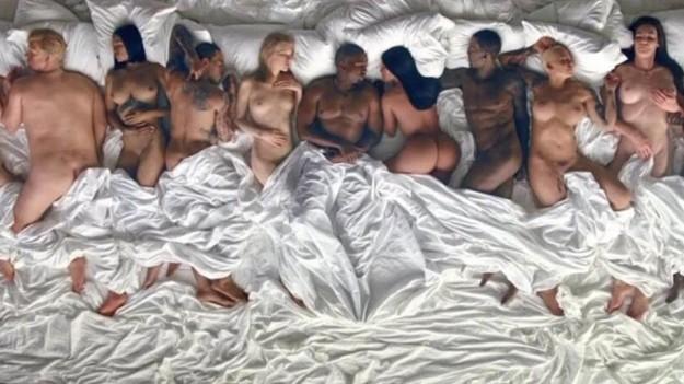 Imagen del videoclip de Famous.