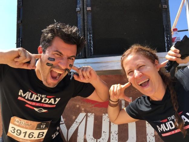 Caro Prato junto a su hermano en la carrera de obstáculos Mudday.